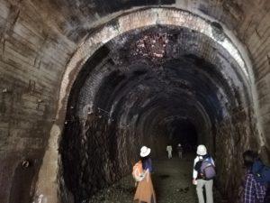 武田尾ハイキングのトンネル